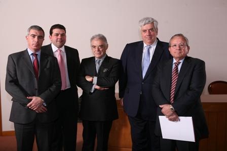 Από αριστερά: ο D. Palmer, Executive Director της ΑΟΝ UK, ο J. Harris, Executive Director, Specialty Products της AON UK , ο Μ. Μαρουλίδης, Πρόεδρος του HeDA, ο Γ. Κώτσαλος, CEO του Ομίλου INTERAMERICAN και ο J. Turner, Πρόεδρος της ΑΟΝ Greece.