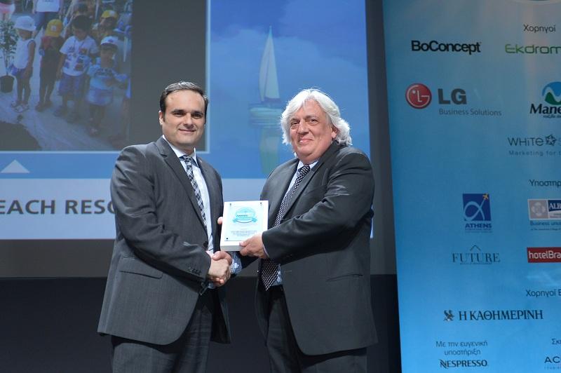 Ο κ. Μαντάς, LGE Hellas, Business Solutions Director, και ο κ. Μανούσος, Apollonia CEO Beach Resort & Spa, Cyan Group Hotels