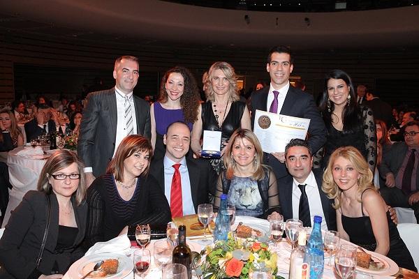 Η ομάδα της Roche Hellas που κέρδισε στην κατηγορία «Καλύτερο Φαρμακευτικό Προϊόν της Χρονιάς».