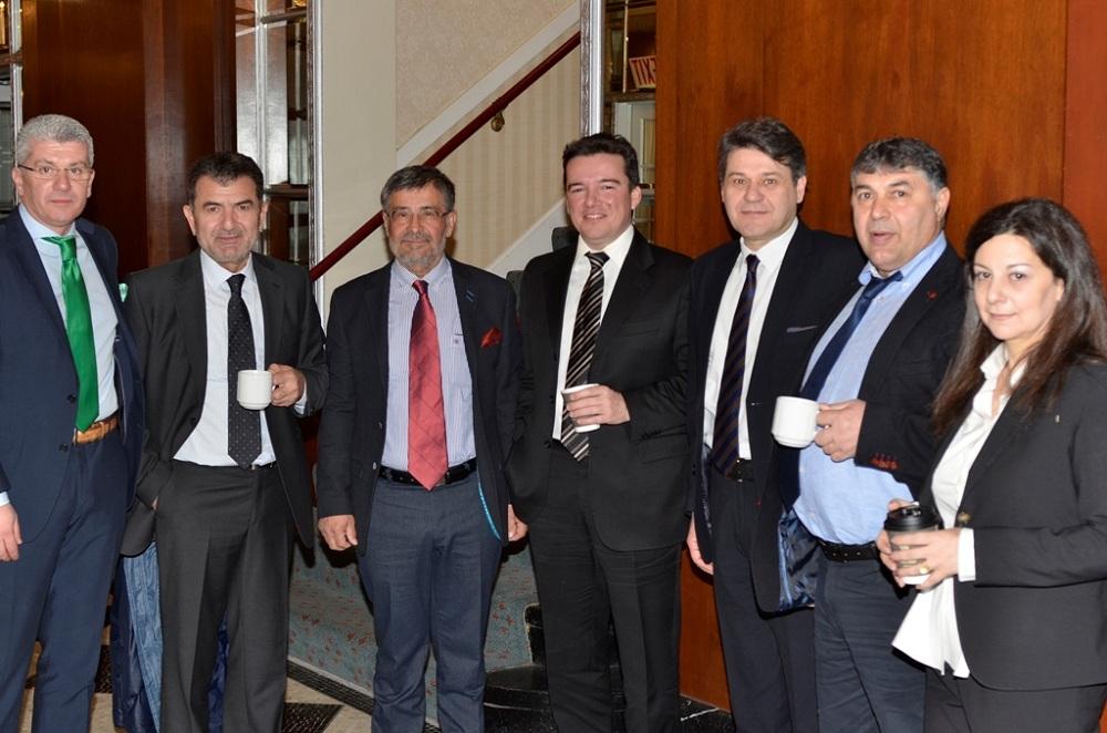 (από αριστερά) Οι κ.κ. Γιώργος Μπαξεβάνης - Διευθυντής Bancassurance, Μπάμπης Αλεξανδρίδης - Πρόεδρος Συνεταιριστικής Τράπεζας Δράμας, Νικόλαος Μηλιώτης - Πρόεδρος Συνεταιριστικής Τράπεζας Πιερίας, Παναγιώτης Τουρναβίτης - Διευθυντής Εργασιών Συνεταιριστικής Τράπεζας Καρδίτσας, Γιώργος Μπούκης - Πρόεδρος Συνεταιριστικής Τράπεζας Καρδίτσας, Νίκος Ντουμανίδης - Πρόεδρος Συνεταιριστικής Τράπεζας Έβρου και Χρύσα Δεσποτάκη - Γενική Διευθυντρια Συνεταιριστικής Τράπεζας Χανίων.