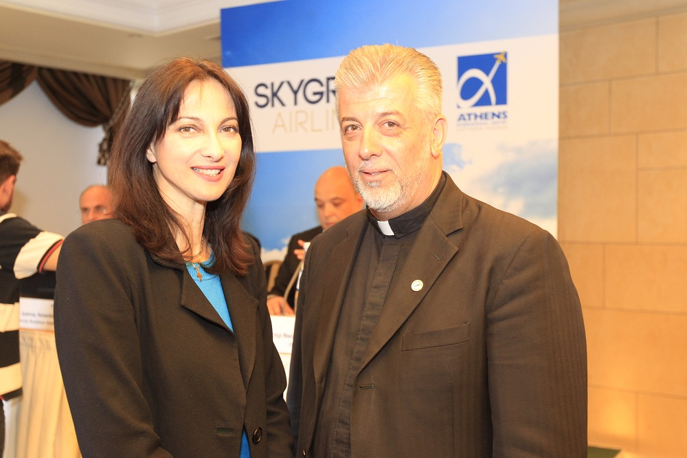 Η Αναπληρώτρια Υπ. Τουρισμού, κ. Έλενα Κουντουρά & ο Πρόεδρος της SkyGreece, Πάτερ Νικόλαος Αλεξανδρής