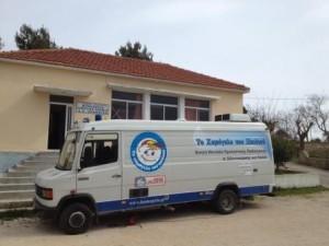 Το κινητό πολυϊατρείο «ΙΠΠΟΚΡΑΤΗΣ» στη Ζάκυνθο.