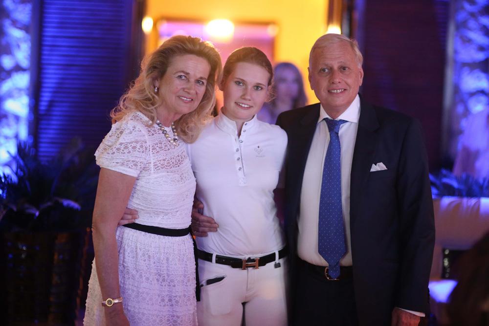 Η Katleen και ο Νίκος Μακρόπουλος με την κόρη τους Lavinia.