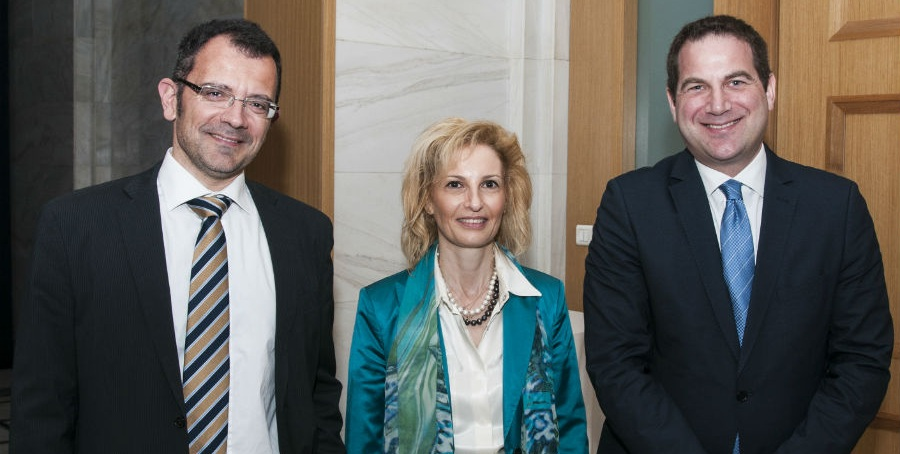 (από αριστερά) Οι κ.κ. Μάκης Τζέης, Άννυ Τρύφων και Βασίλης Χριστίδης.