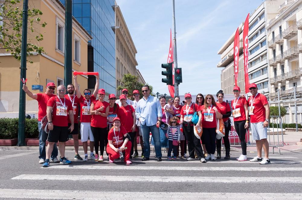 Ο CEO της Εταιρείας κ. Θεόδωρος Κοκκάλας με μέλη της ERGO Running Team, η οποία αποτελείτο από εργαζομένους, συνεργάτες, αλλά και ασφαλισμένους της Εταιρείας.