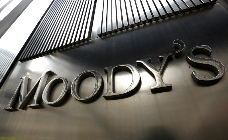 A Moody's sign is displayed on 7 World Trade Center, the company's corporate headquarters in New York, February 6, 2013. REUTERS/Brendan McDermid (UNITED STATES - Tags: BUSINESS) - RTR3DFKY