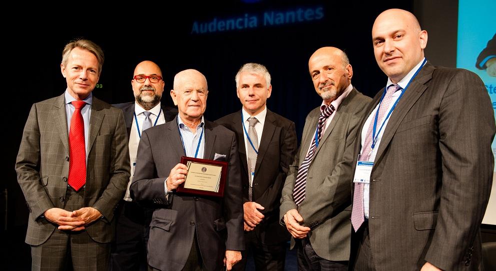 (από αριστερά) Ο Frank Vidal (Κοσμήτορας της Σχολής Management Audencia Nantes), ο Οργανωτής του Συνεδρίου Αιμίλιος Γαλαριώτης (Καθηγητής και Διευθυντής του Εργαστηρίου Financial and Risk Management και Joint-Head of the Department of Accounting & Finance Audencia Nantes), οΤιμώμενος Καθηγητής Ε. Altman, ο ΣυνδιοργανωτήςτουΣυνεδρίου Philippe Bertrand (Καθηγητήςτης Aix-Marseille Graduate School of Management, Executive President of the French Finance Association), ο Κωνσταντίνος Ζοπουνίδης (Καθηγητής, Ακαδημαϊκός και Πρόεδρος της Επιστημονικής Εταιρείας Χρηματοοικονομικής Μηχανικής και Τραπεζικής), και ο Συνδιοργανωτής του Συνεδρίου Κωνσταντίνος Ανδριοσόπουλος (Associate Professor ESCP Europe Business School and Labex ReFi. Executive Director Research Centre in Energy Management; Academic Director, Master in Energy Management. Vice Chairman of the BoD, Public Gas Corporation of Greece (DEPA).