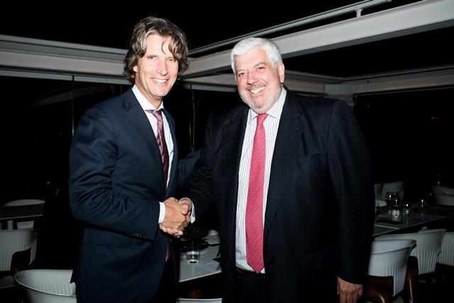 Ο πρέσβης της Ολλανδίας, Jan Versteeg, με τον πρόεδρο του HeDΑ, Γιώργο Κώτσαλο.
