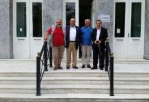 (Από αριστερά) Οι κ. Βασίλειος Μουζάλας - Διοικητής του Νοσοκομείου Μυτιλήνης «Βοστάνειο», Μιχαήλ Βλασταράκος - Πρόεδρος του Π.Ι.Σ., Π. Προβέντζας - Πρόεδρος του Ιατρικού Συλλόγου Λέσβου και Κωνσταντίνος Κουτσόπουλος - Αντιπρόεδρος του Π.Ι.Σ. Υπεύθυνος Νησιωτικής Πολιτικής για την Υγεία.
