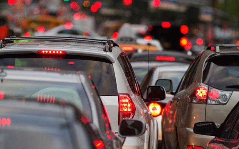 αυτοκίνητα στο δρόμο σε κ΄λινηση