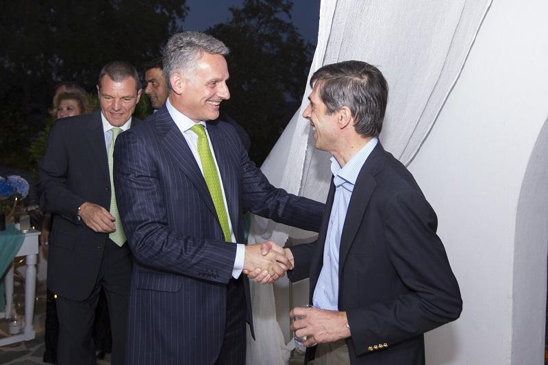 Ο κ. Ε. Μοάτσος υποδέχεται τον κ. Δ. Μαζαράκη