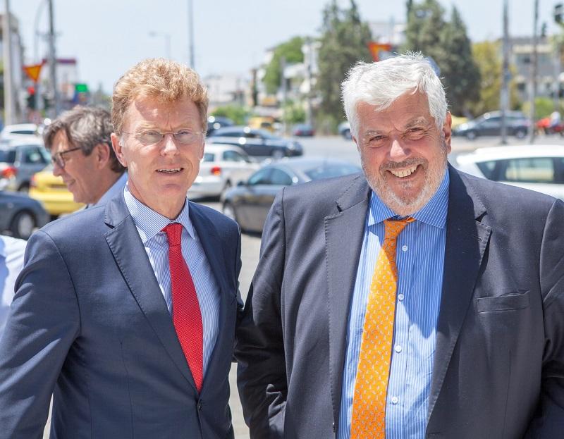Ο Γιώργος Κώτσαλος, διευθύνων σύμβουλος της INTERAMERICAN, με τον Willem van Duin, πρόεδρο Δ.Σ. της ACHMEA.