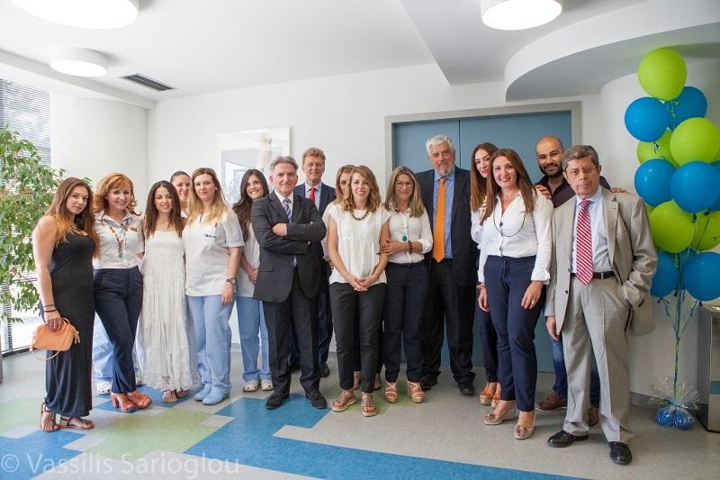 Εργαζόμενοι του MEDIFIRST με τους Willem van Duin, Γιώργο Κώτσαλο, Νίκο Μητσακάκη και Μανώλη Γεωργακόπουλο.