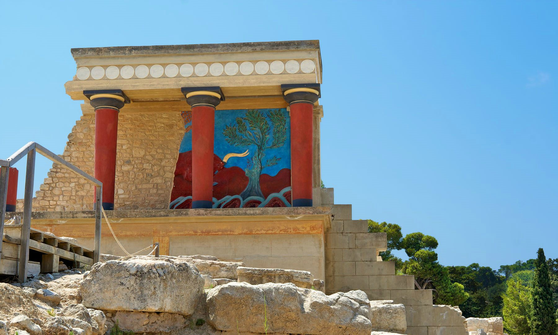 remains-of-the-knossos-palace-in-heraklion-of-crete