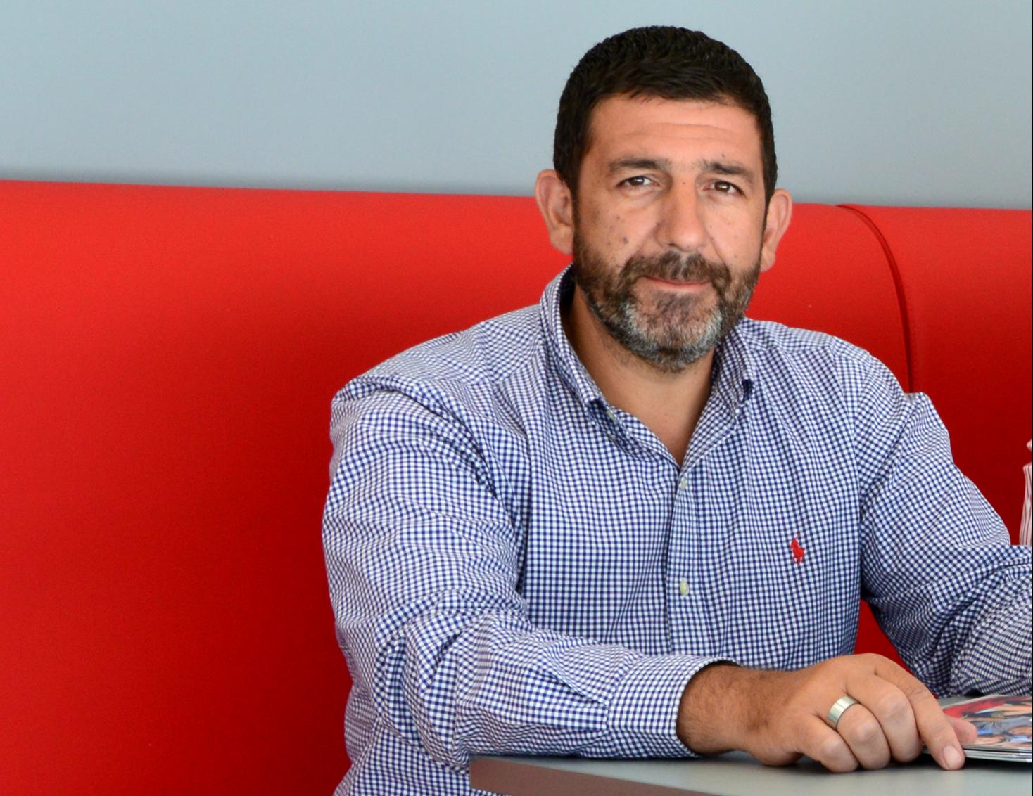 O Πρόεδρος του Συλλόγου Ασφαλιστών Ρεθύμνου, Κωνσταντίνος Ροδινός στα γραφεία της Interamerican στο Ρέθυμνο