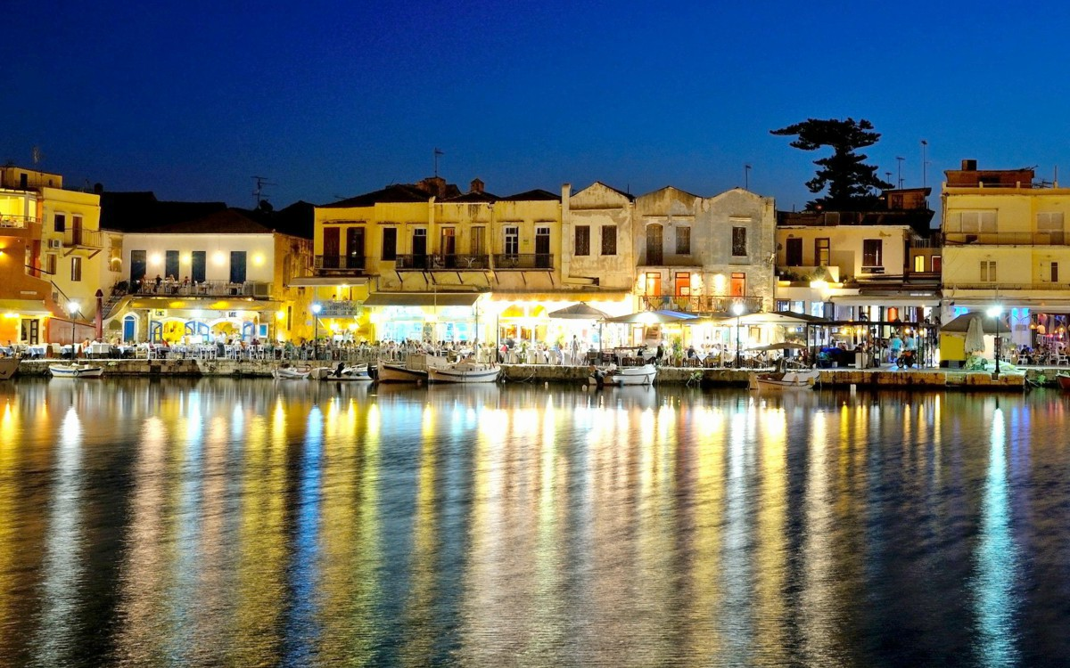the-venetian-harbour-of-rethymno-in-the-evening