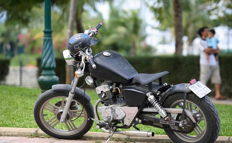 motorbike-1720526_1920