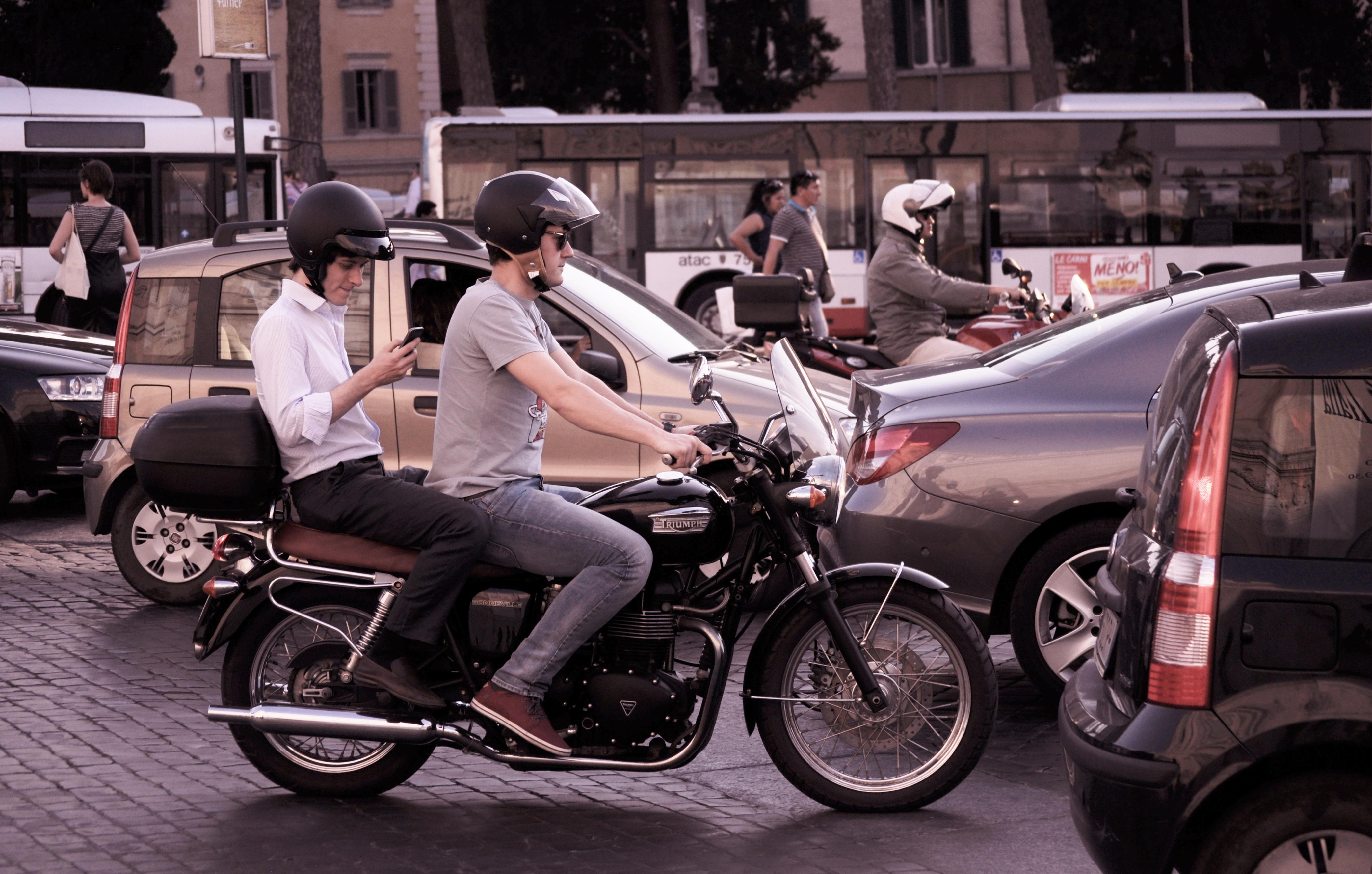 city-traffic-people-smartphone