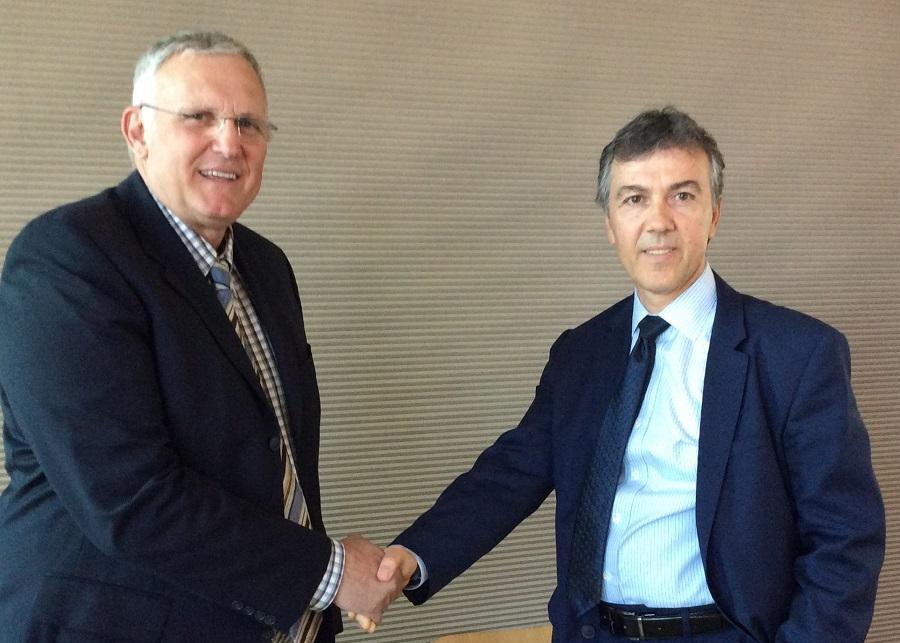 (Από αριστερά) Ο Νίκος Πέππας, Country Manager Greece, Cyprus, Bulgaria της SAS με τον Ξενοφώντα Λιαπάκη, γενικό διευθυντή ΙΤ & Services της INTERAMERICAN