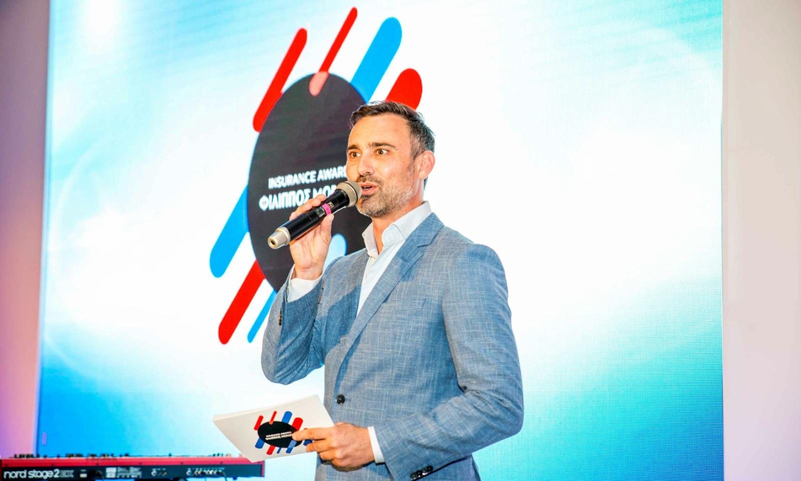 Ο Γιώργος Καπουτζίδης παρουσιαστής των Insurance Awards Φίλιππος Μωράκης