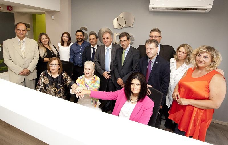 Μέλη της ομάδας υποκαταστήματος Θεσσαλονίκης με την Άννα Μανιάτη και τον Ερρίκο Μοάτσο