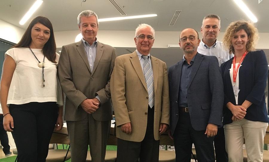 Ο καθηγητής αρχαιολογίας Β. Λαμπρινουδάκης και ο Β. Καζολιάς, που παρουσίασαν το παράδειγμα του Ασκληπιείου Επιδαύρου, με τον Θ. Ζαφειρόπουλο, πρόεδρο του ECOCITY και τους Γ. Ρούντο, Χ. Ελευθερίου και Β. Αραβανή της διεύθυνσης δημοσίων σχέσεων και εταιρικής υπευθυνότητας της INTERAMERICAN