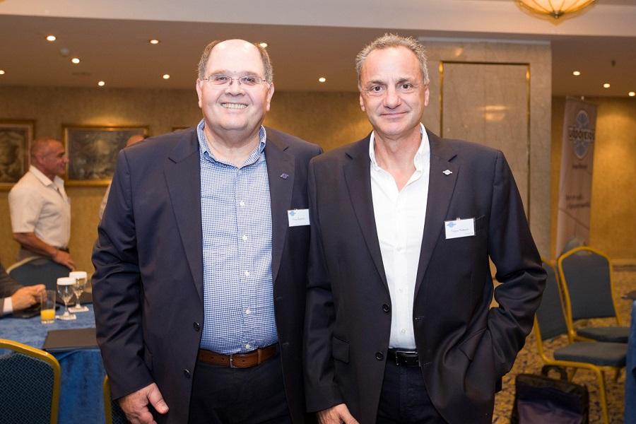 Χρυσόστομος Παρπούνας, Αναπληρωτής Γενικός Διευθυντής  & Διευθυντής Marketing, Υδρόγειος Ασφαλιστική Κύπρου, με το συνεργάτη Γιώργο Μαλακτό από τη Λεμεσό.