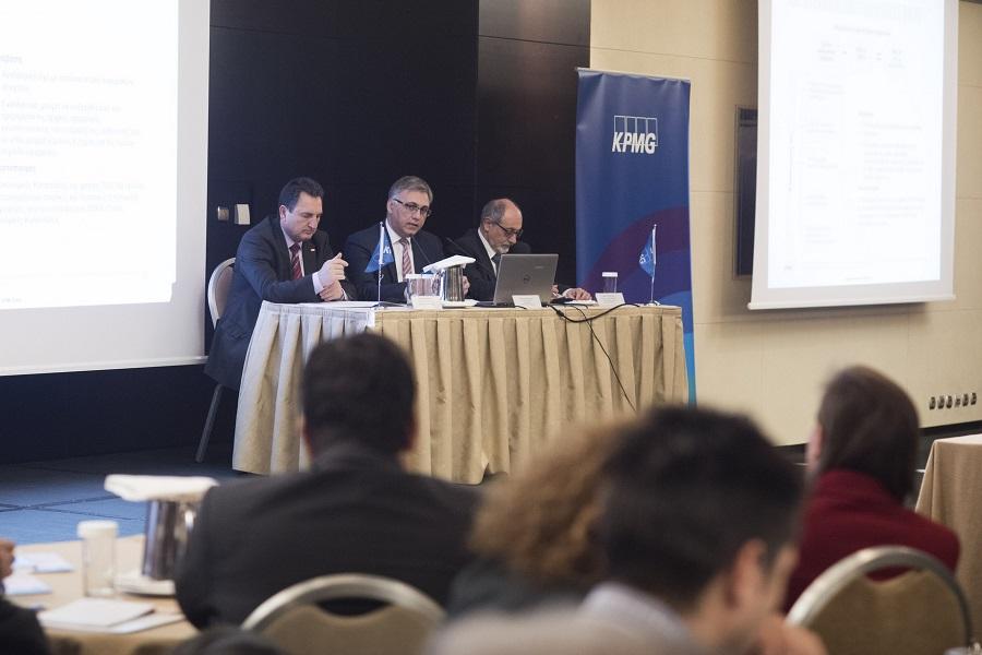 (από αριστερά) Γιάννης Αχείλας, Γενικός Διευθυντής, Φορολογικό Τμήμα της KPMG, Φίλιππος Κάσσος, Γενικός Διευθυντής, Τμήμα Ελέγχου Ασφαλιστικών Επιχειρήσεων της KPMG, Γιώργος Ραουνάς, Γενικός Διευθυντής, Συμβουλευτικό Τμήμα Διαχείρισης Κινδύνων της KPMG