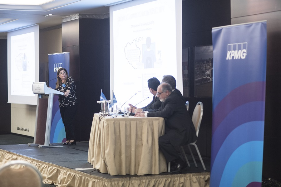 (από αριστερά ) Λιάνα Κοσμάτου, Αναπληρώτρια Γενική Διευθύντρια της CPA Law, Δικηγορική Εταιρεία (μέλος του Διεθνούς Νομικού & Φορολογικού Δικτύου της KPMG), Γιάννης Αχείλας, Γενικός Διευθυντής, Φορολογικό Τμήμα της KPMG, Φίλιππος Κάσσος, Γενικός Διευθυντής, Τμήμα Ελέγχου Ασφαλιστικών Επιχειρήσεων της KPMG, Γιώργος Ραουνάς, Γενικός Διευθυντής, Συμβουλευτικό Τμήμα Διαχείρισης Κινδύνων της KPMG