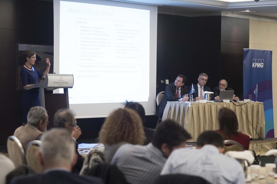(από αριστερά) Βερώνη Παπατζήμου, Γενική Διευθύντρια, Συμβουλευτικές Υπηρεσίες Ανθρώπινου Δυναμικού της KPMG, Γιάννης Αχείλας, Γενικός Διευθυντής, Φορολογικό Τμήμα της KPMG, Φίλιππος Κάσσος, Γενικός Διευθυντής, Τμήμα Ελέγχου Ασφαλιστικών Επιχειρήσεων της KPMG, Γιώργος Ραουνάς, Γενικός Διευθυντής, Συμβουλευτικό Τμήμα Διαχείρισης Κινδύνων της KPMG