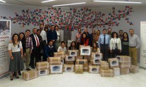 Εργαζόμενοι της ΙΝΤΕRAMERICAN παρέδωσαν στα κεντρικά γραφεία της Εταιρείας τα τρόφιμα στο ΚΥΑΔΑ