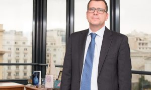 Ο Νικος Δελένδας στο γραφείο του