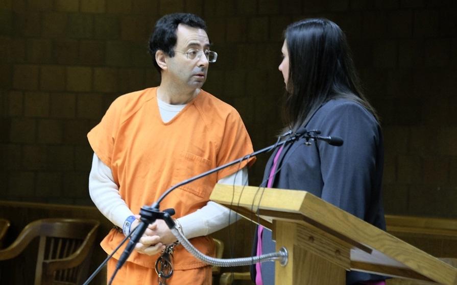 ο νασαρ με χειροπέδες στο αμερικανικό δικαστηριο