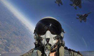 πιλοτος σε mirage με κρανος