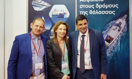 Βαγγέλης Βερνάρδος, Non Motor Business Line Manager, Αγγελική Μαραγκάκη, υποδιευθύντρια ασφάλισης πλοίων και σκαφών αναψυχής, μεταφορών και πληρωμάτων και Μάριος Μοσχονάς, διευθυντής δικτύου πωλήσεων συνεργαζομένων Πρακτόρων και Μεσιτών, στο περίπτερο της INTERAMERICAN στα «Ποσειδώνια»