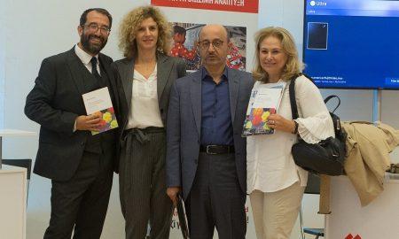 (Από αριστερά) Ο πρόεδρος της Επιτροπής CSR του Ελληνο-Αμερικανικού Επιμελητηρίου, Π. Παπαδημητρίου, η Χ. Ελευθερίου, προϊσταμένη και ο Γ. Ρούντος, διευθυντής εταιρικών σχέσεων και υπευθυνότητας της INTERAMERICAN, η Ρ. Σουλάκη, μέλος της Επιτροπής