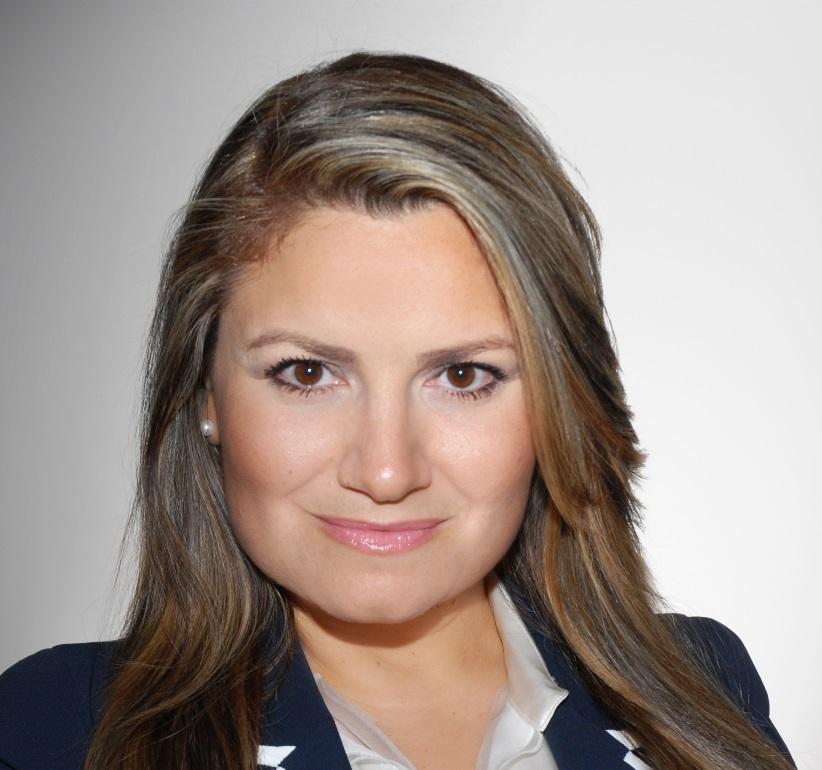 Η Αικατερίνη Μανίκα, εξειδικευμένη στη χειρουργική ογκολογία και ογκοπλαστική χειρουργική μαστού, διευθύντρια του Κέντρου Μαστού της κλινικής