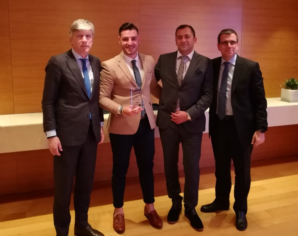 (από αριστερά προς δεξιά): Αλέξανδρος Σαρρηγεωργίου, Πρόεδρος & Διευθύνων Σύμβουλος, Τηλέμαχος Δεληγιάννης, Επίλεκτος Σύμβουλος Πωλήσεων, Νίκος Πατσατζής, Υπεύθυνος Ανάπτυξης Πωλήσεων D.S.F., Νίκος Δελένδας, Γενικός Διευθυντής Πωλήσεων & Εκπαίδευσης