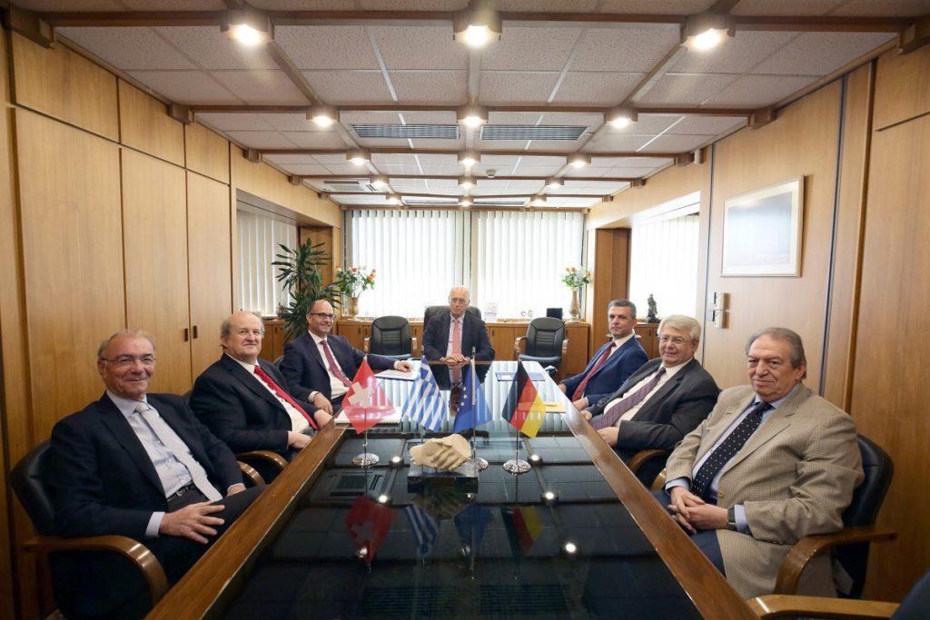 (Aπό αριστερά) Οι κ. Σ. Στασινόπουλος, Γ. Λαπατάς, J. Schiltknecht, Λ. Μπαλτατζής, Δ. Καλλιώρας, Ε. Μπαχαρόπουλος, Β. Μπακούσης