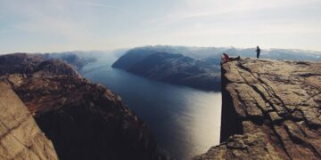 adventure-cliff-lookout-people-insurancedaily