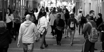 people-crowd-walking-9816
