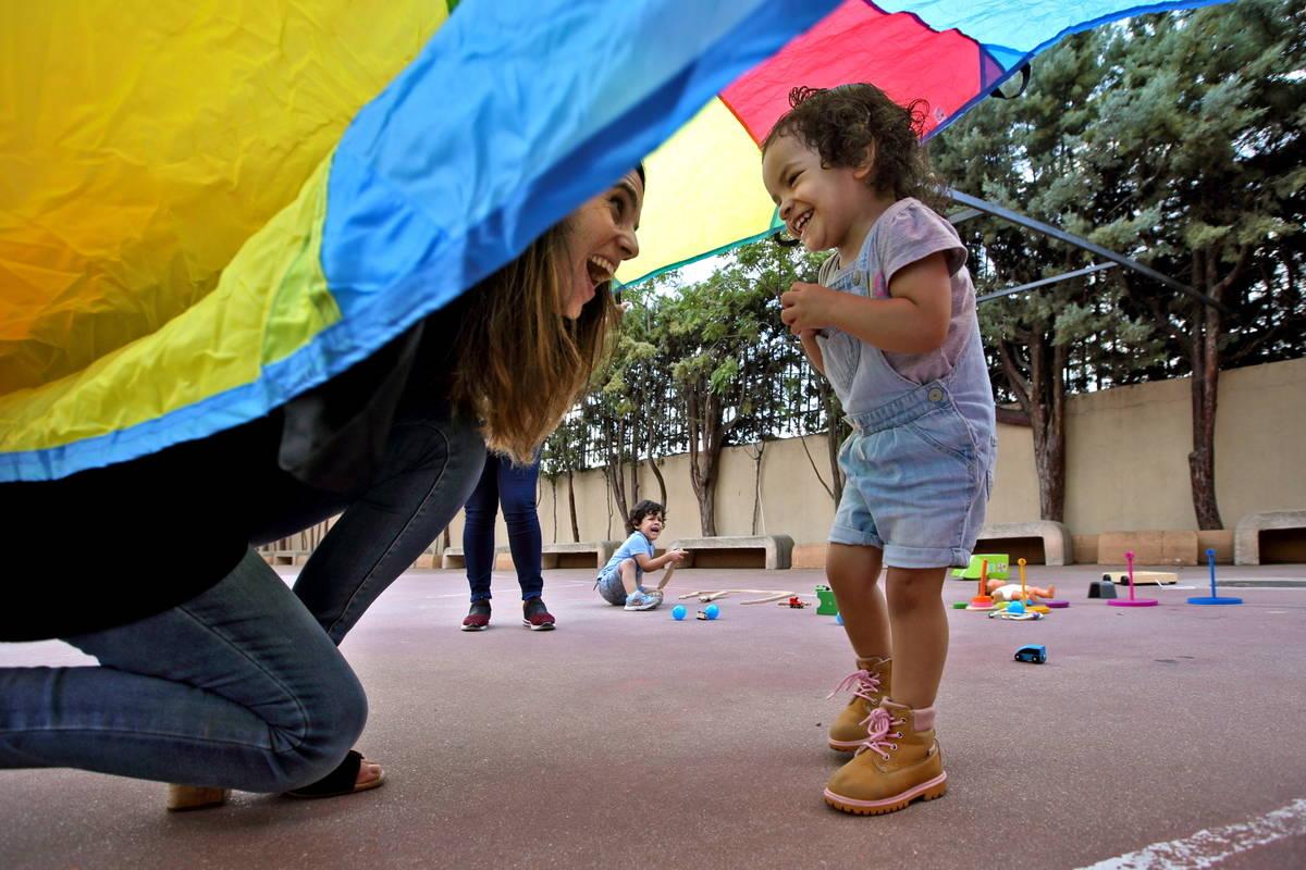 Families_playing with smiles 1 (Spain)_PH CREDIT Bruno Zanzottera Parallelozero