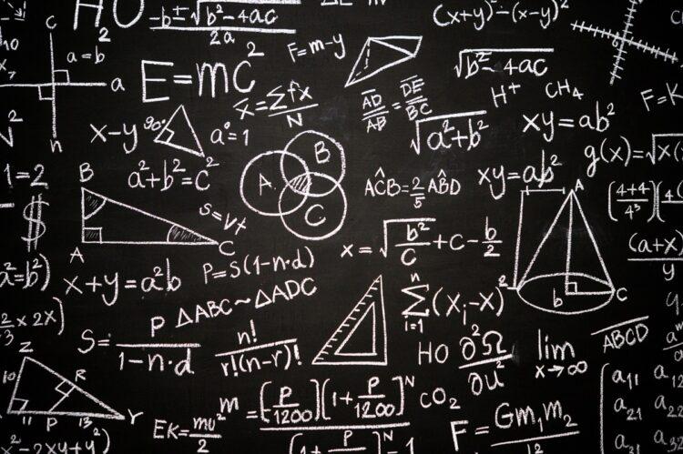 blackboard-inscribed-with-scientific-formulas-calculations